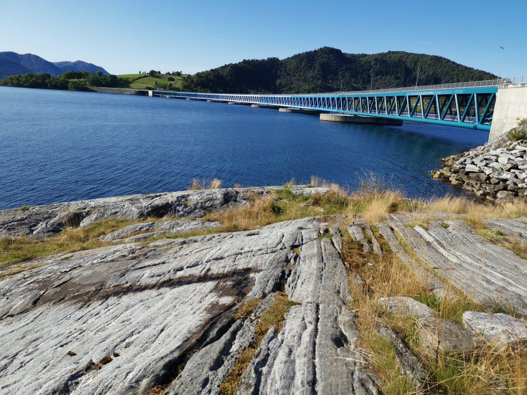 Brücke über Fjord
